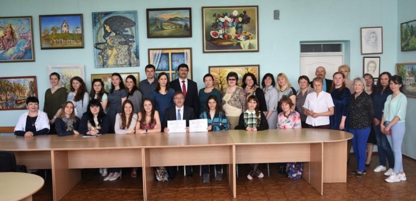 İİKV Ukrayna Pratik Psikoloji Problemleri Kişisel Gelişim Eğitiminde çözüm önerilerinde bulundu